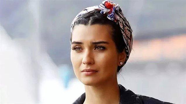 Daha sonra, Dar Elbise ve Rüzgarın Hatıraları filmlerinde rol aldı. İstanbul Kırmızısı filmindeki sade oyunculuğu çok sevildi. Filmi çoğu kişi konusu ve yavaş işlenişi nedeniyle pek sevmese de, Büyüküstün yine döktürmüştü!