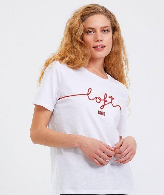 11. Marka isimleri yazan tişörtler çok seviliyor.