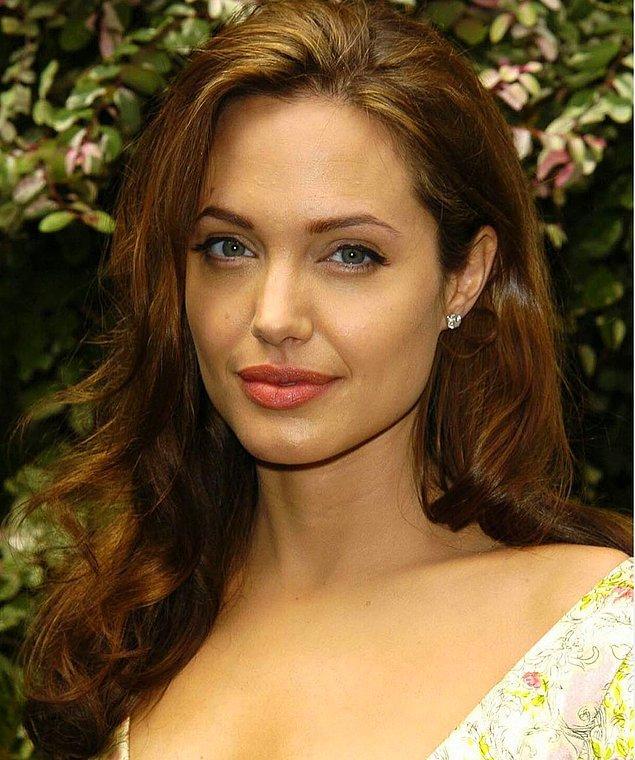 CNN'e göre, bu eseri Brad Pitt, Angelina Jolie'ye hediye olarak almıştır.