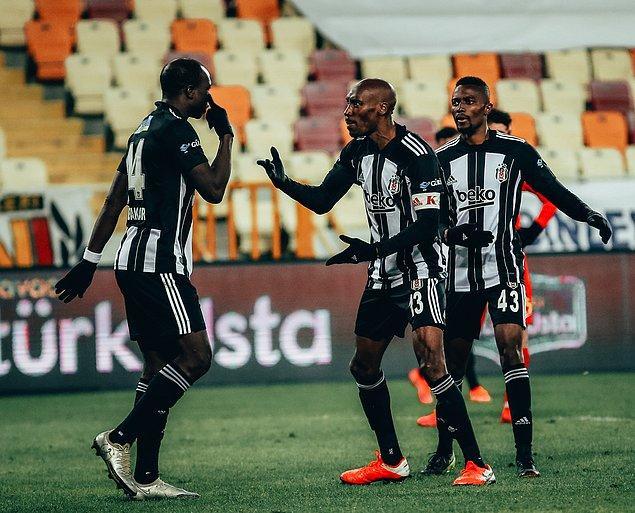 Beşiktaş bu sezon Atiba Hutchinson'ın gol attığı dört Süper Lig maçında da puan kaybetmedi.