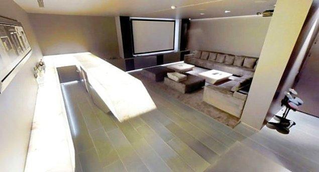 Ayrıca evlerinde ailecek film geceleri yapabilecekleri bir sinema salonu da mevcut.