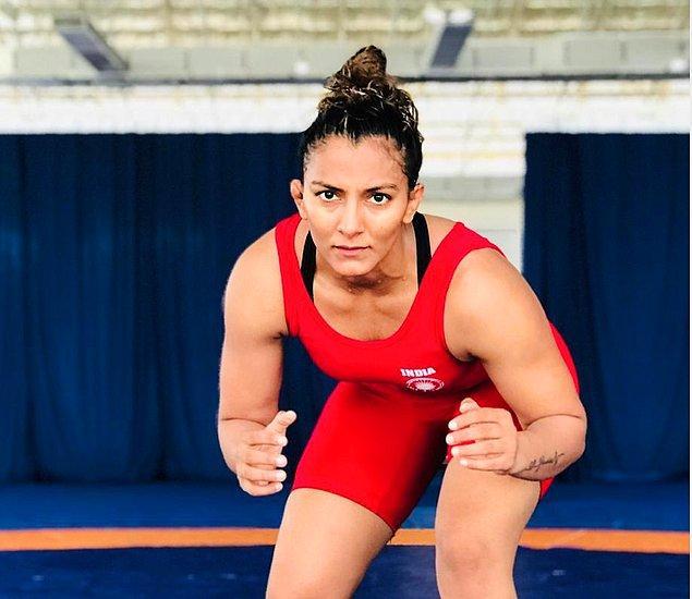 2009 yılında gerçekleşen bir güreş müsabakasında 'Hindistan'ın en büyük kadın güreşçisi' unvanını alan Geeta, bununla da kalmayarak 2010 yılında 'dünya şampiyonu' olur.