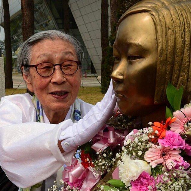Ama kendisi kadın hakları konusunda en açık sözlü ve ısrarcı aktivistlerden biri oldu ve zamanla Güney Kore'de büyük bir destek görmeye başladı.