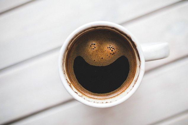 4. Bir uyarıcı olan kafeinin aslında dikkat eksikliği ve hiperaktivite bozukluğu yaşayan insanları sakinleştirdiği ve konsantre olmalarına yardımcı olduğu ortaya çıkmıştır.