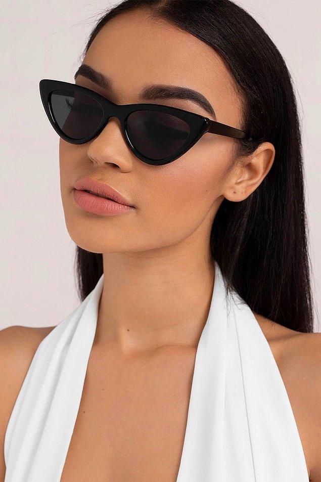 12. Güneş gözlükleri güneşten korurken tarzınızı güçlendirecek.