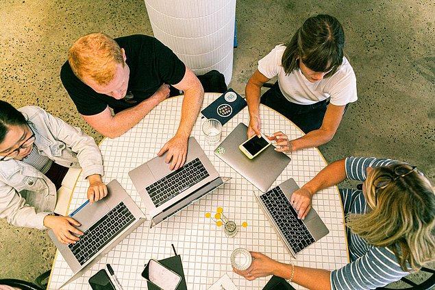 4. Çevrenizdeki insanlardan farklı iş alanlarıyla ilgili bilgi edinebilirsiniz.