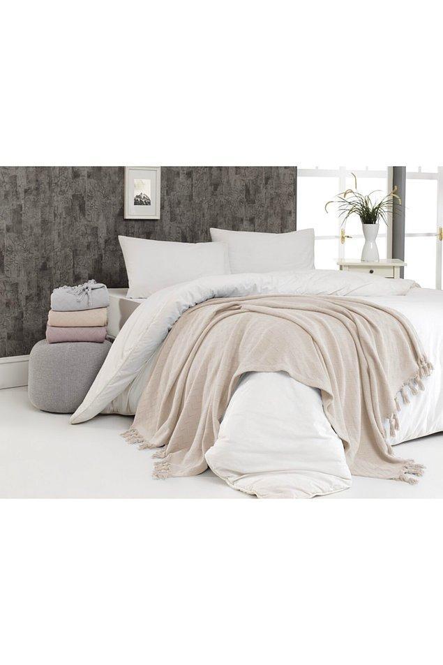 3. Yatak üzerine dekor olarak konulan şallar artık çok moda biliyorsunuz. Eski yatak örtüleri tarih oldu.