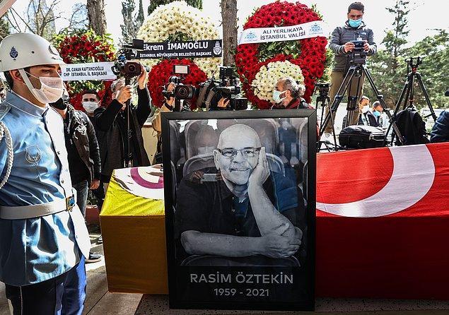 Kılınan cenaze namazının ardından Rasim Öztekin'in Türk bayrağına sarılı naaşı cenaze aracına taşındı.