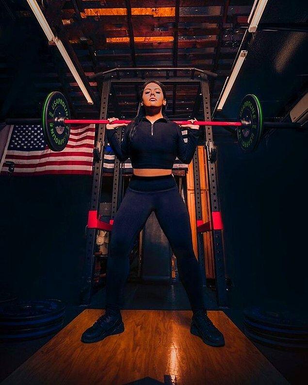 """""""Artık hayatım tamamen fitness etrafında dönüyor. Fitness'ı seviyorum. Artık bu benim tutkum. Şu an eğitmen oldum ve amacım benim gibi sorunlar yaşamış diğer kadınların da özgüvenini yerine getirmek."""""""