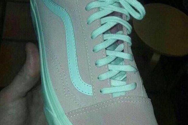 9. Ayakkabı ne renk?