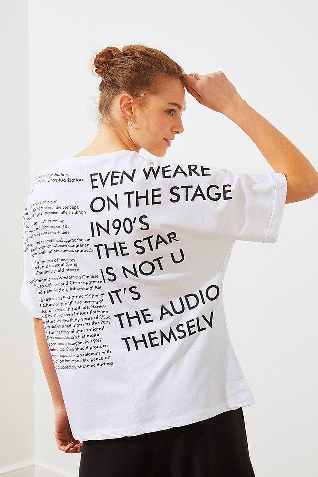 14. Baskılı tişört sevenlerin çok hoşuna gidecek.