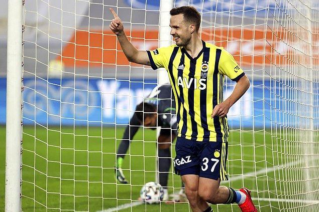 Fenerbahçe, 35'te Novak'la öne geçti: 1-0.