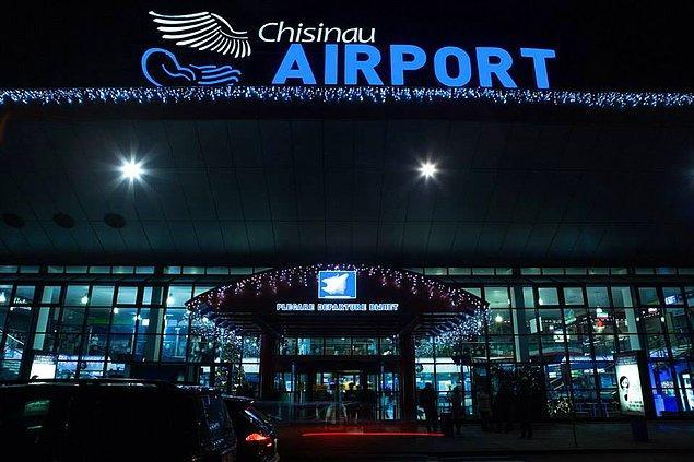 7. Ülkede sadece bir havalimanı bulunuyor.