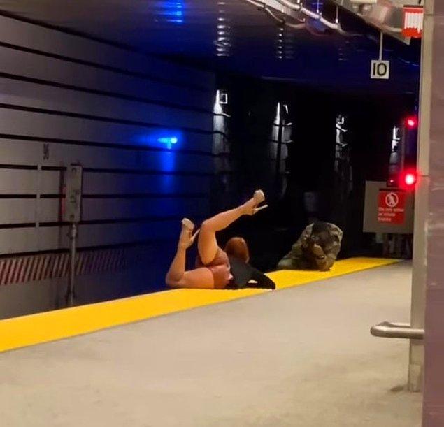 """2. """"Metroda sıradan bir fotoğraf çekimi"""""""