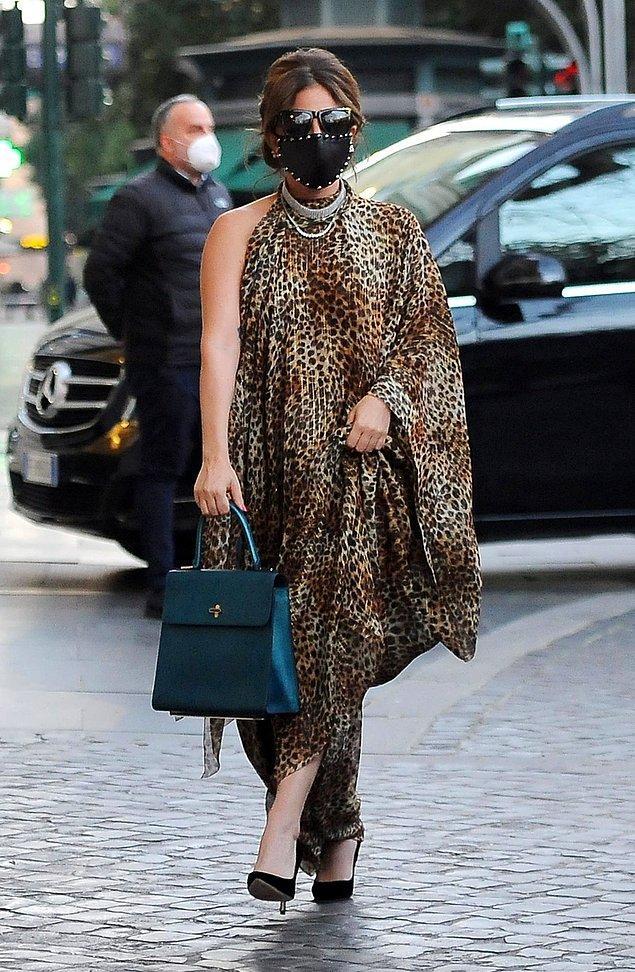 5. Fotoğraf Yalan Dünya setinden değil, Lady Gaga vahşi hayvan desenleri trendini ilk hatırlatan isimlerden.