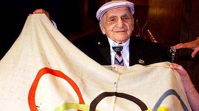 9. Olimpiyatların ilk bayrağı 77 senedir kayıptı, ta ki o yıl müsabakalara katılan Ermeni bir atletin kendisinde olduğunu söyleyene dek.