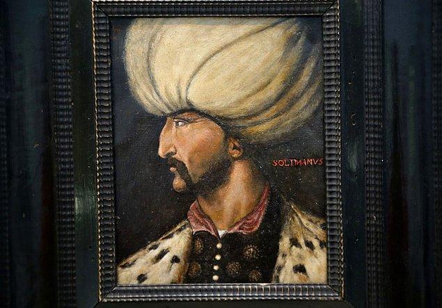 1. Bugün İngiltere'de müzayede evi Sotheby's'de yapılan açık artırmada Kanuni Sultan Süleyman portresi 350 bin sterline satıldı.