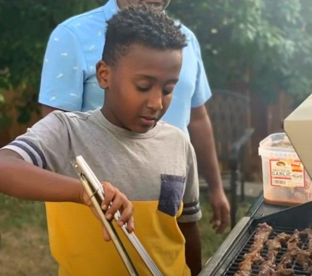 Joshua'nın ebeveynleri, onun yemek pişirme, gitar çalma ve oyunculuk gibi yeni tutkuları öğrenmesine ve bunları geliştirmesine yardımcı olan sosyal medyayı sıklıkla kullandığını söyledi.