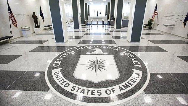 CIA, elde ettiği tüm bilgi ve istihbaratları Ulusal İstihbarat Direktörlüğü'ne iletmek zorundadır.