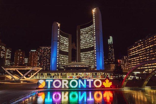 """16. """"Kanada'da yaşıyorum ve birçok Amerikalı turist burada kendi para birimlerini kullanamadıklarına şaşırıyor. Burası farklı bir ülke, dostlarım."""""""