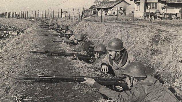 Hemen 1 gün sonra, 29 Kasım gecesi Türk Tugayı ikinci baskına uğrar. İlk baskından sonra üstüne gelen Çin ordusu ile cephede savaşan piyade taburlarının yanı sıra cephe gerisindeki birlikler panik içinde geriye kaçarlar.
