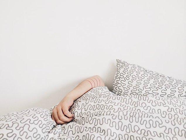 Yüksek sesler duyduğunuzu düşünmenize neden olacak 'Patlayan Kafa Sendromu' yaşayabilirsiniz.