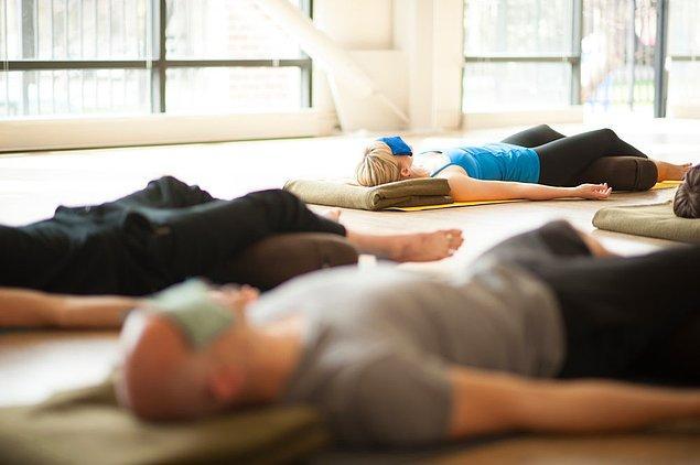 45 dakika uygulayacağınız 'Yogik Uyku' 3 saatlik bir uykuya eş değer!