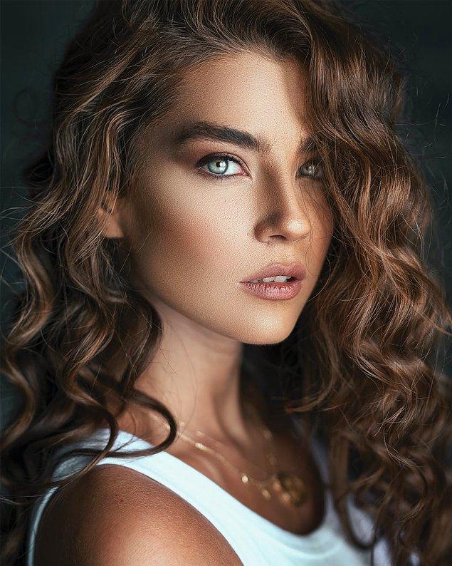 3. Saçlarınıza ihtiyacı olan nemi verebilmeniz için saç kremi kullanın.