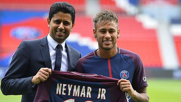 14. Herkesin bildiği gibi PSG'in sahibi Katar Yatırım Otoritesi. Kulübün sahibi konumunda mevcut Katar emiri Tamim bin Hamad Al Thani bulunuyor.