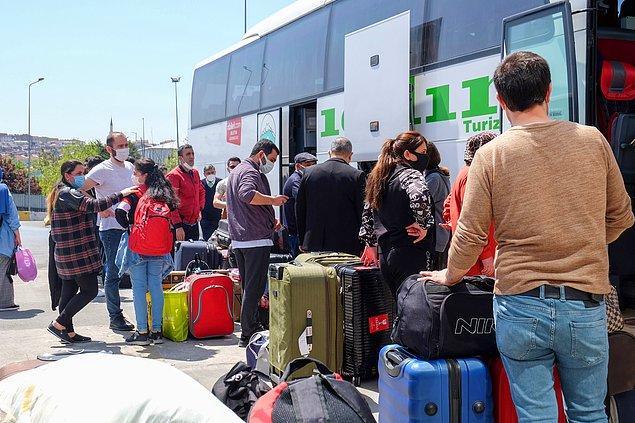 Birçok otobüs firması ise yoğunluğu karşılamak için ek sefer koydu.