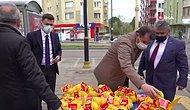 'Tam Kapanma' Denetimine Çıkan Vali, Tezgahtaki Tüm Limonları Satın Alıp Satıcıyı Evine Gönderdi