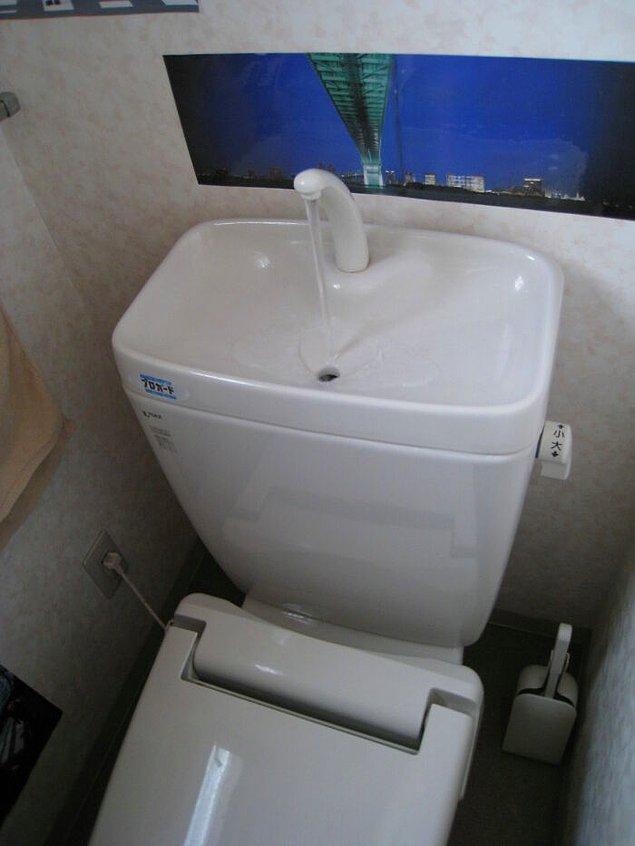 4. Japonya'da birçok lavabo su tasarrufu için klozetin deposunda bulunuyor.