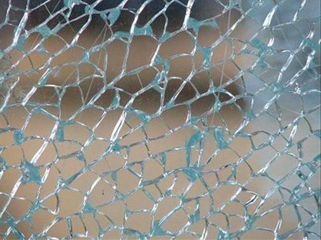 12. Nelofobi: camdan korkma durumu