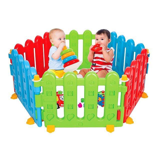 17. Bebekleriniz için güvenli bir oyun alanı oluşturan, 6 parçalık çit 12 aydan itibaren bebekler için kullanıma uygundur.