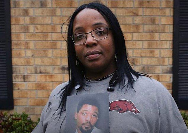 Lee'nin ilk duruşmasında jüri ortak bir karara varamadı. İkinci dava ise O.J. Simpson'un Nicole Brown ve Ronald Goldman'ın davasından beraat etmesinin ardından 10 Ekim 1995 yılında gerçekleşti.