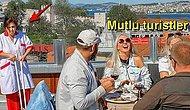 İstanbul'un Tadını Çıkartan Turistlere Hizmet Eden Çalışan Kadının Dramatik Fotoğrafı Çok Konuşulacak