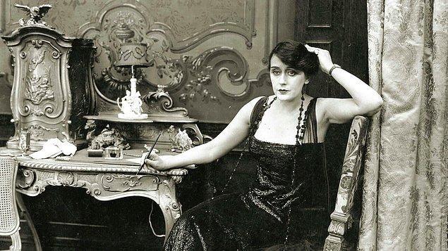 Alice, 1896'dan 1906 yılına kadar bilinen ilk kadın yönetmendir.