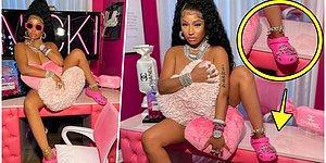 Nicki Minaj Ünlü Bir Markanın Plastik Terlikleriyle Verdiği Pozla Satış Rekorları Kırılmasına Sebep Oldu!