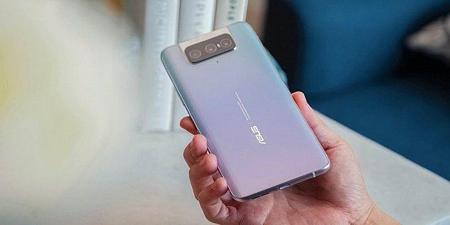 ZenFone 8 modelinin ana kamerası da 64MP ve yine IMX686 sensörünü kullanıyor. Ön tarafta 12MP geniş açılı selfie kamerası bulunuyor.