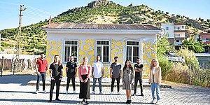 Köy Okullarında 12 Eğitim Sevdalısı: 10 Okulu Boyadılar, Binlerce Öğrenciye Kışlık Elbise Temin Ettiler...