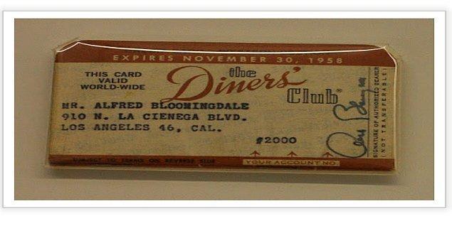 1950 Yılında ise modern ödeme kartını çıkartmışlar. Ancak bu tam olarak kredi kartı sayılmazmış çünkü kullanıcının kartı kullanabilmesi için her ay bakiyenin tamamını ödemesi gerekiyormuş.