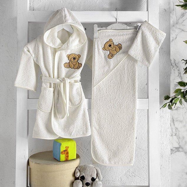 9. Çok sevimli bir bebek bornoz seti... Banyodan sonra bebeğinizin severek giyeceği türden.