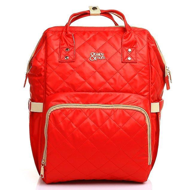 11. Modaya uygun bir çanta arayanlara özel, kapitoneli seyahat sırt çantası.