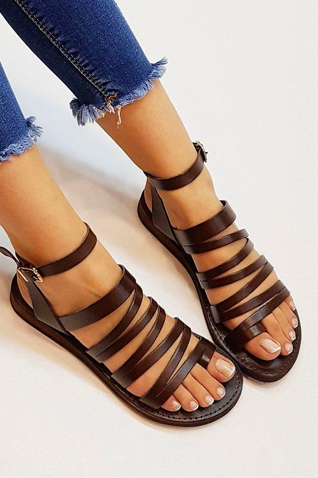2. Sıcak havaların vazgeçilmezi sandaletler