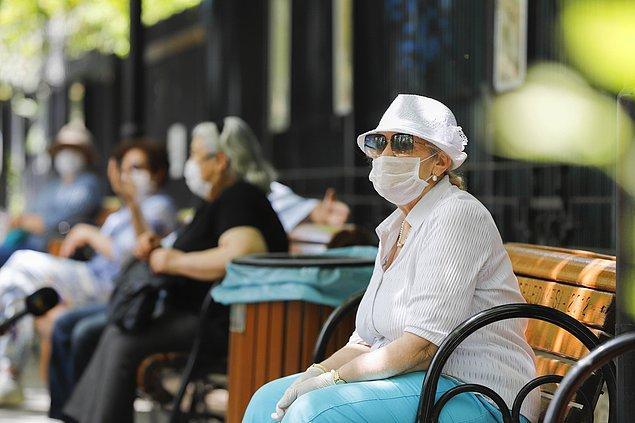 Aşı yaptıran 65 yaş ve üzeri sokağa çıkabilecek