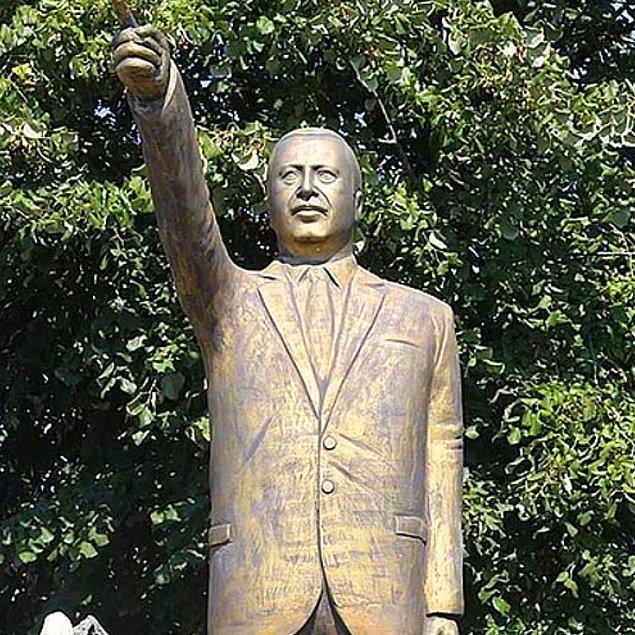 7. Beğenilmeyip kaldırılan Erdoğan heykeli.