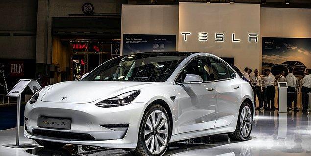 Tesla, 2021 yılında tam otonom sürüşünü kullandığımız kadar ödeme yaptığımız bir abonelik sistemini hayata geçireceğini açıklamıştı. Yani aracınız tam otonom sürüş özelliğine sahip olacak fakat aboneliğinizi başlatmadan bu özelliği kullanamayacaksınız.