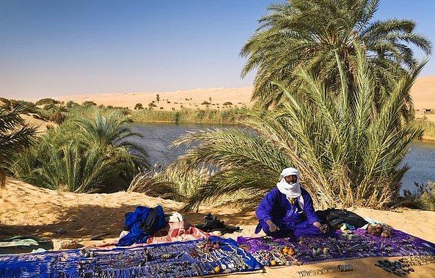10. Tuareg halkı, bir çocuk doğduğu zaman hala ruhlar dünyasıyla çok güçlü bir bağı olduğuna inanır...