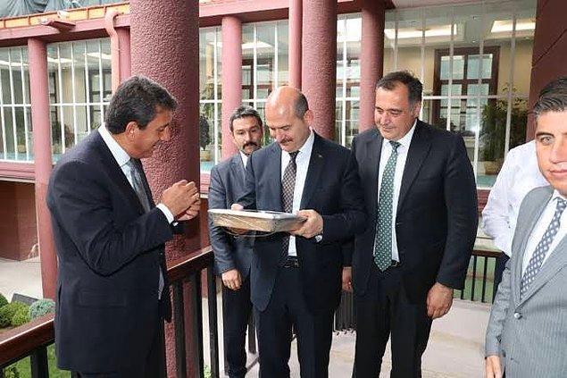 Söz konusu şirketin sahibi olan Remzi Öntaş, AKP'li Nallıhan Belediye Başkanı İsmail Öntaş'ın yeğeni. Bakan Soylu, 2019'daki belediye başkanlığı seçimleri öncesi Nallıhan'da, Başkan Öntaş'ın seçim bürosunun açılışına katılmış.