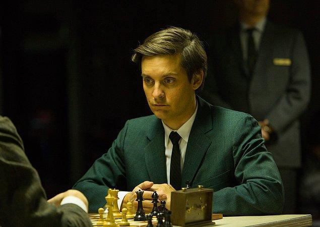 Satranç ustalarının beyin aktiviteleriyle amatör oyuncularınkini karşılaştıran bir araştırma yapılmıştır.